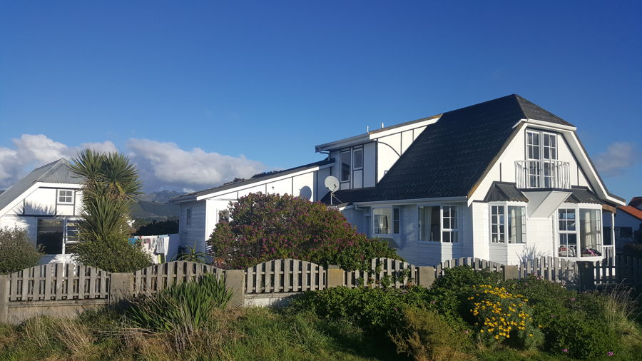 Property For Sale in Waikanae Beach